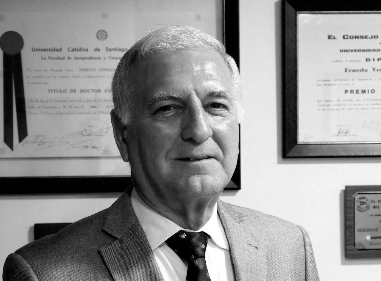 Dr. Ernesto Vernaza Trujillo.jpg