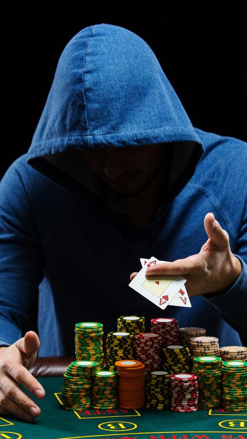 poker-player-5k-cz-480x854.jpg