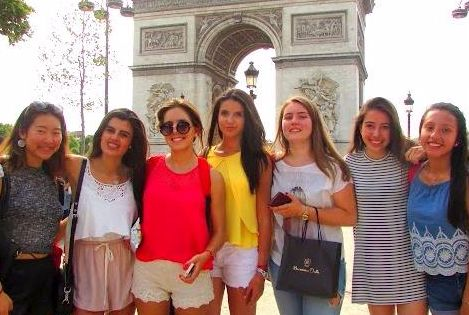 Students on a city tour in Paris