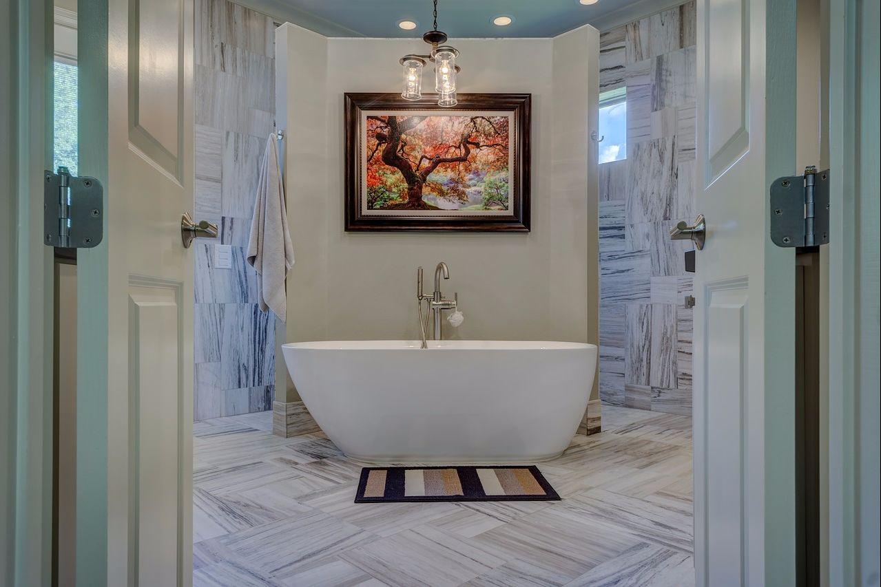 bathroom-1597027_1280.jpg