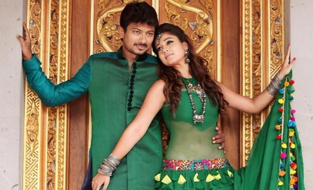 Oorellam Unnai Kandu video song from Nanbenda