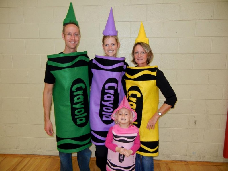 Halloween Costumes Family Of 4.10 Clever Family Friendly Halloween Costumes Simplemost