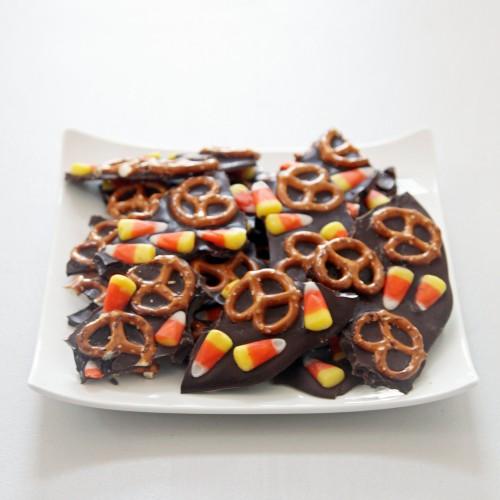 5a3b96bc4bb50d70_9d058d833f84733d_Candy-Corn-Chocolate-Bark.xxxlarge_2x