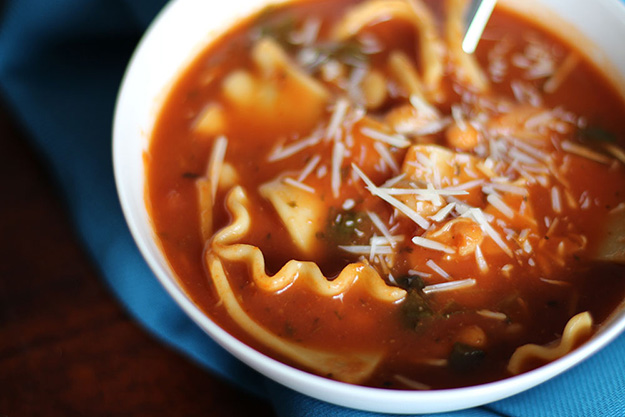 Simple-Slow-Cooker-Lasagna-Soup-close-up