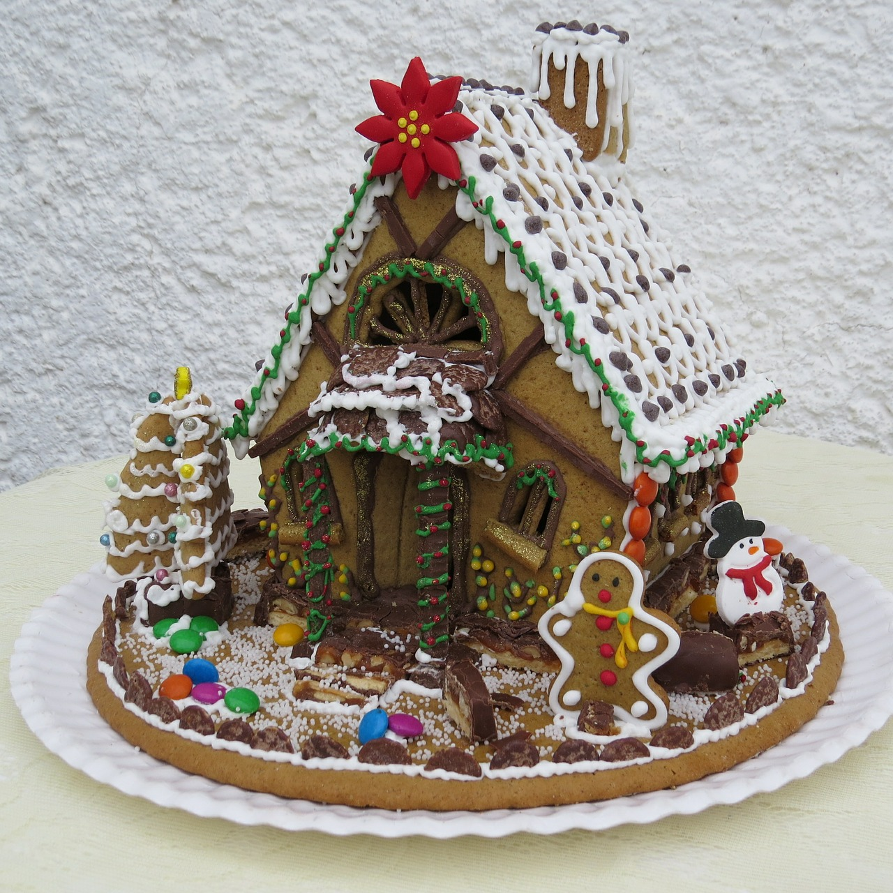 Gingerbread House & Creative DIY Candy Decorations And Gingerbread Houses To Make This ...