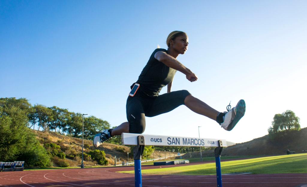 sirena alise slimclip over hurdles
