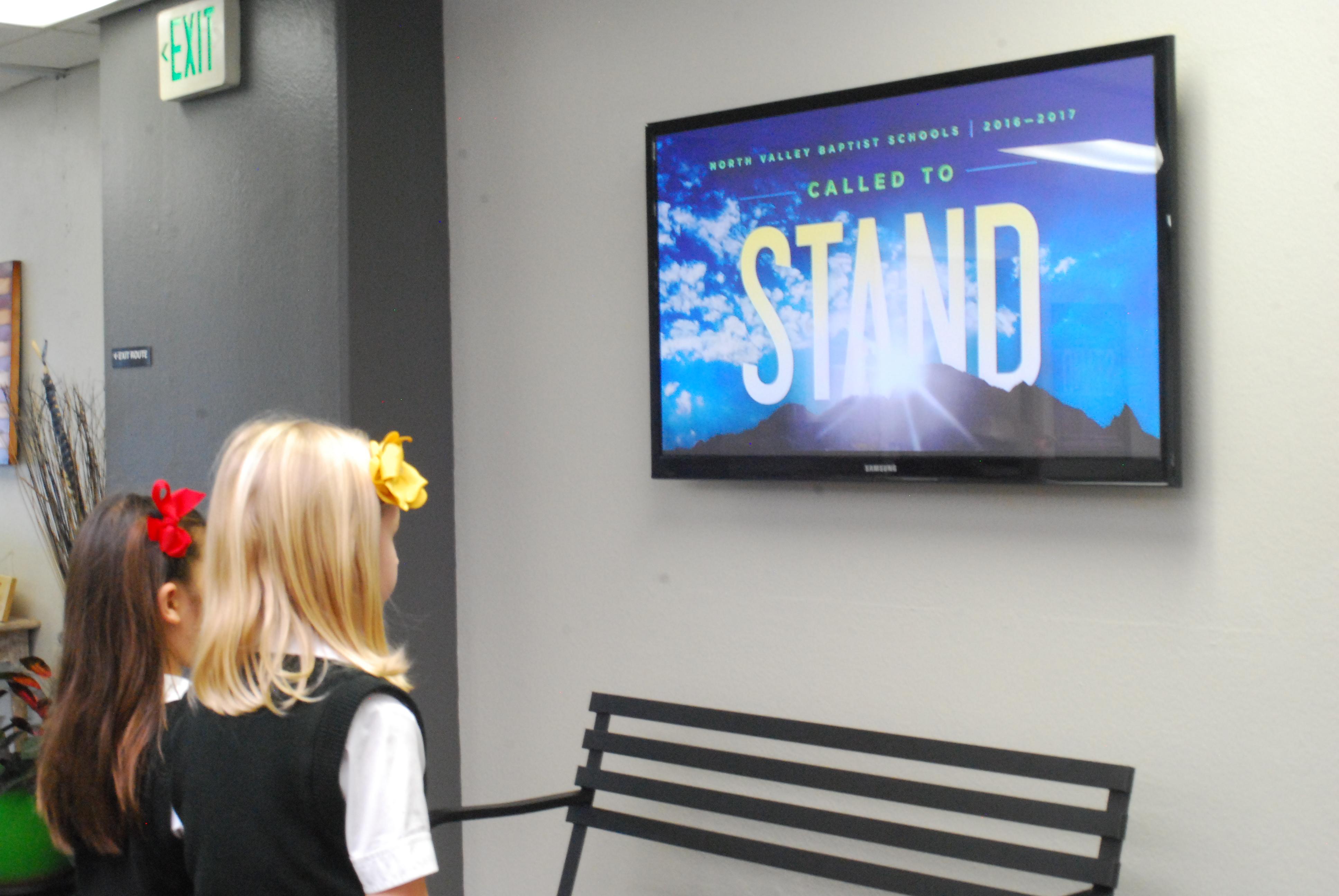 digital signage in schools
