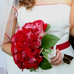 Simple 25 Rose Wedding Combo Pack