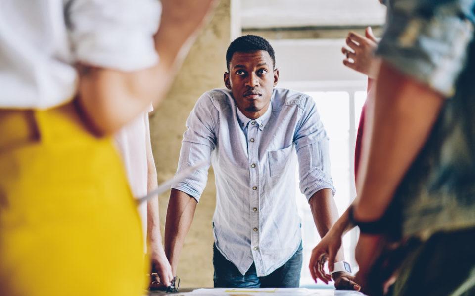 Por que parar de encarar a saúde mental do colaborador como um sinistro e investir em prevenção?
