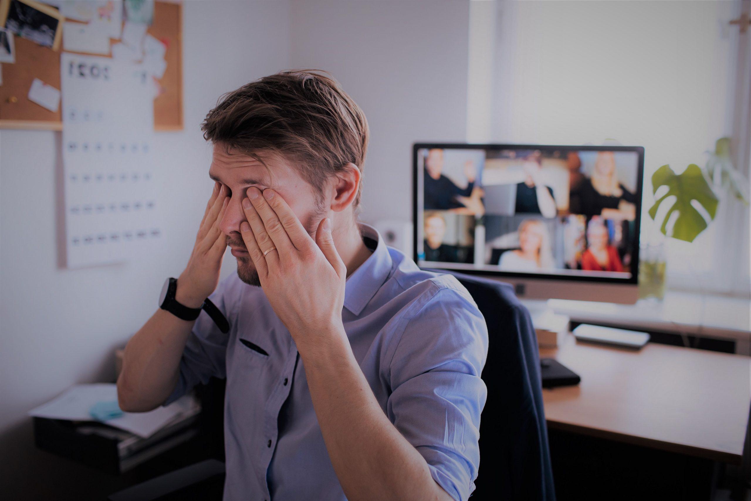 """Já ouviu falar em """"zoom fatigue""""? Uso excessivo de videoconferência pode afetar saúde mental dos colaboradores"""