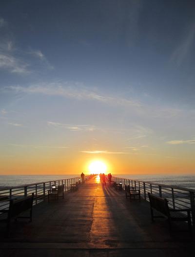 dock, fence, ocean, sea, water, sun, sunset, sundown, people, horizont, sky