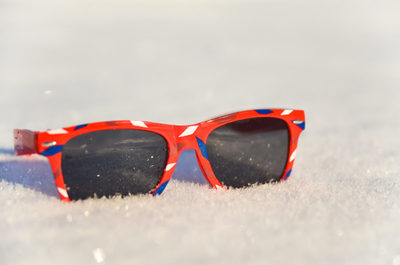snow, winter, cold, texture, red, sunglasses, reflection, uv, light