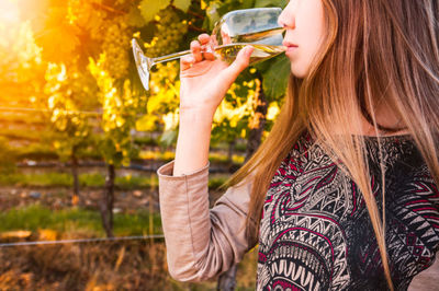 female, woman, girl, glass, wine, drink, drinking, beverage, vineyard, alcohol