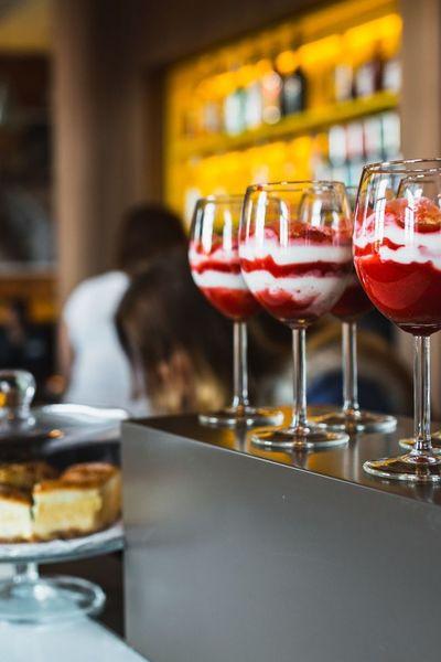 restaurant, interior, bar, smoothie, dessert, glass, strawberry, yoghurt, bokeh