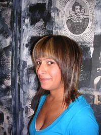 Layered_face-framing_mid-length_hair_1_