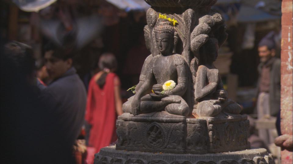 Statue w flower