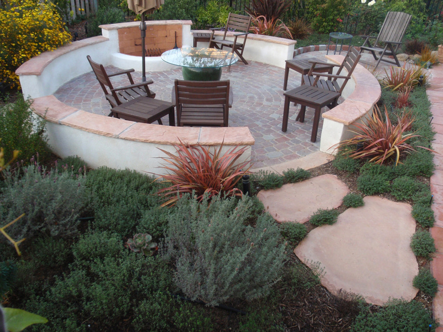 Intimate Hardscape Paver Circle Stone Seating Benches Flagstone