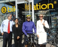 Mr. Peñalosa visiting Bikestation Long Beach