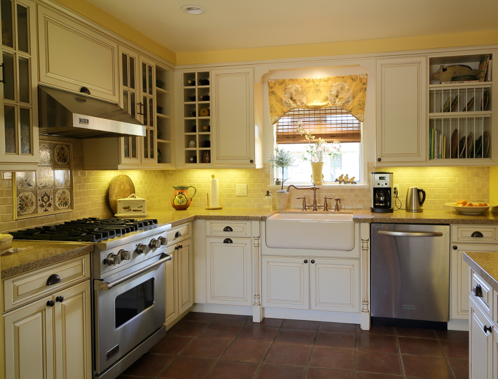 Santa barbara traditional kitchens hahka kitchens goleta for Santa barbara kitchens