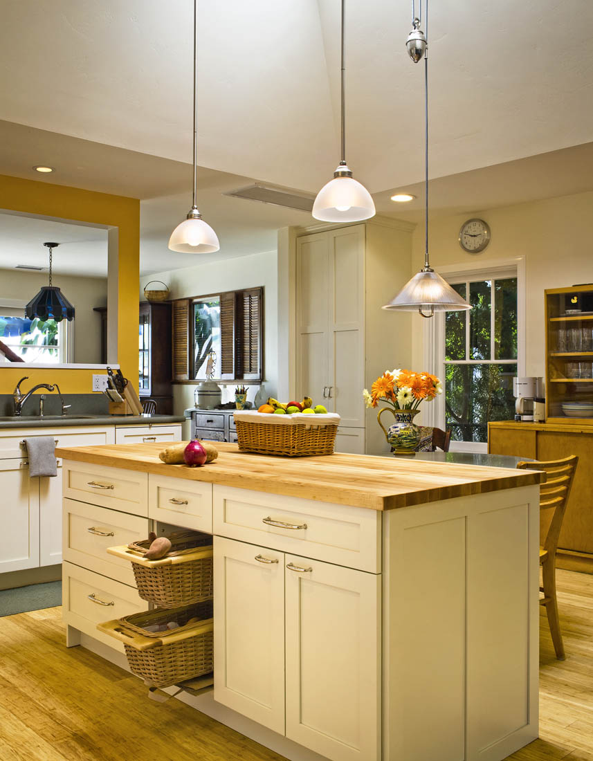 Santa barbara transitional kitchens hahka kitchens goleta for Santa barbara kitchens