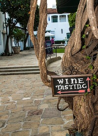 One of El Paseo's charming winding path