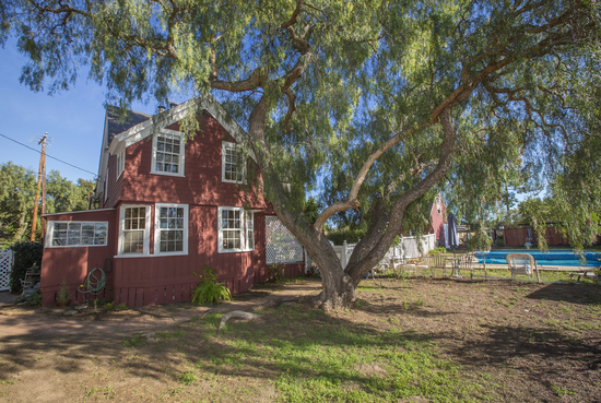 1189 No Ontare Rd Santa Barbara Calif-SIDEYARD WITH POOL IN BACKGROUND