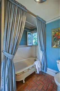 1189 No Ontare Rd Santa Barbara Calif-CLAWFOOT TUB