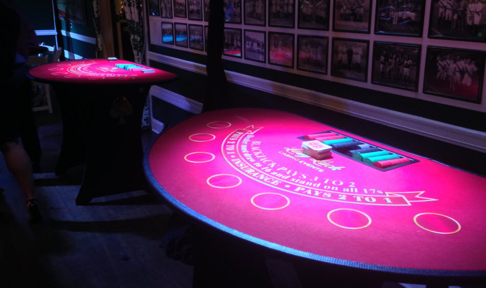 spot lighting casino tables