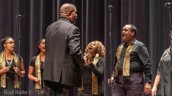 SiDerek Ross, directs Coastal West Community Choir, Arlington Theater