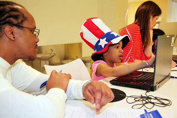 Adults help chidlren at kids.gov usability test