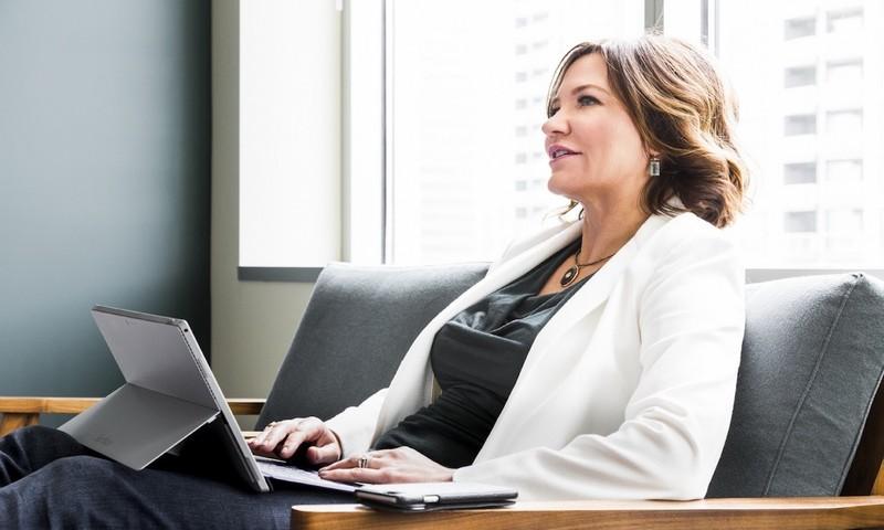 Η Διευθύντρια Της Microsoft Αποκαλύπτει Μυστικά Επιτυχίας Και Αποφόρτισης