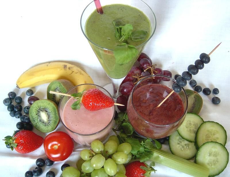 Green smoothie with ingredients preview