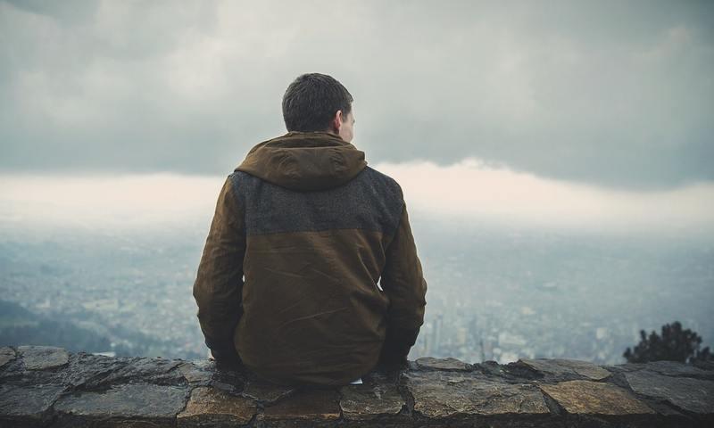 """Ένας Ψυχοθεραπευτής Εξηγεί Γιατί Το Να Είναι Κάποιος Single Δεν Αποτελεί """"Ασθένεια"""""""
