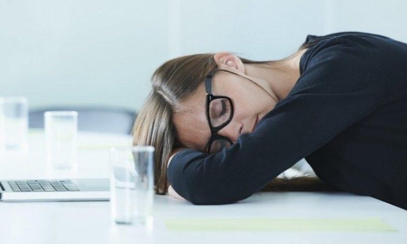 Ένας Ψυχοθεραπευτής Εξηγεί Τις Επιπτώσεις Της Έλλειψης Ύπνου Στην Υγεία