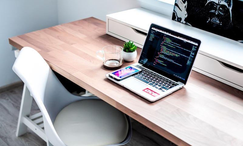 Δυσπεψία Στο Γραφείο; Μην Την Αφήσεις Να Σαμποτάρει Τη Συγκέντρωσή Σου