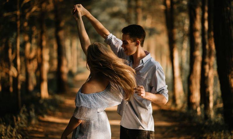 Mάθε Tο Xορό Που Μπορεί Να Αλλάξει Την Τύχη Σου Στον Έρωτα