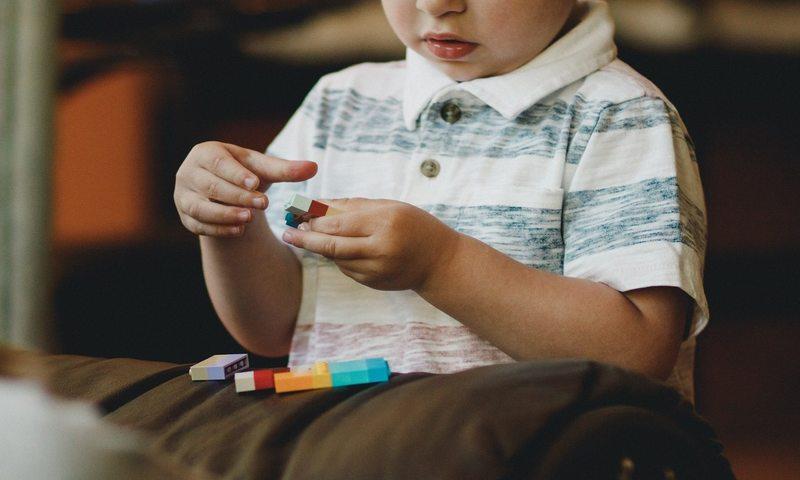 Το Ντροπαλό Παιδί: Πώς Να Το Χειριστείς;