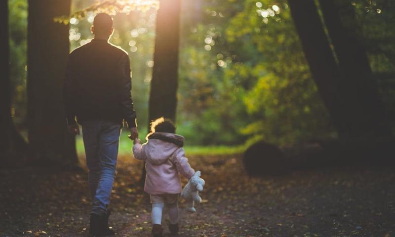 Ανύπαντροι Μπαμπάδες: Τι Έχει Αλλάξει;