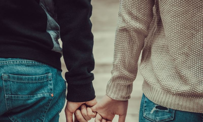 10 Σημάδια Ότι Ένας Εσωστρεφής Σε Αγαπά