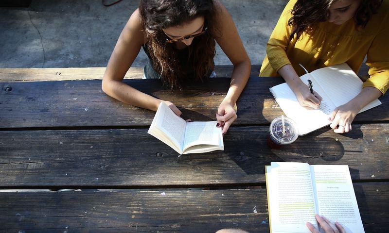 Δίνει Το Παιδί Σου Πανελλήνιες; Γιατί Είναι Καλύτερα Να Του Πεις «Πάμε Βόλτα» Αντί «Διάβασε»