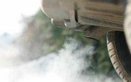 Il lungo addio delle città alle auto diesel sta congelando il mercato italiano