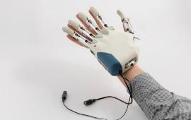 Mani hi-tech e gambe robotizzate. Ecco dove nasce l'uomo bionico