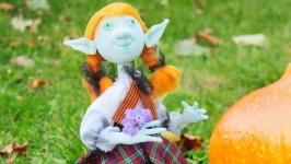 Кукла Лея тролль и маленькая волшебница