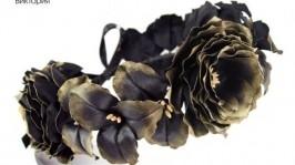 Венок для волос с черно-золотыми цветами из ткани
