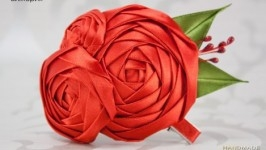 Заколка с красными розами