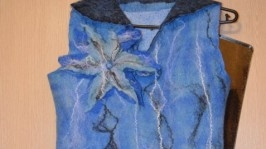 Синя сукня із войлоку
