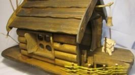 Кормушка-домик для птиц, белок. Садовая миниатюра.
