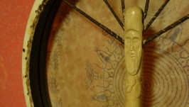 Шаманский бубен с настраиваемым ободом и рисунком.