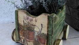 Деревянные тележка-кашпо для цветов