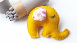 Брошка Сонне слоненя